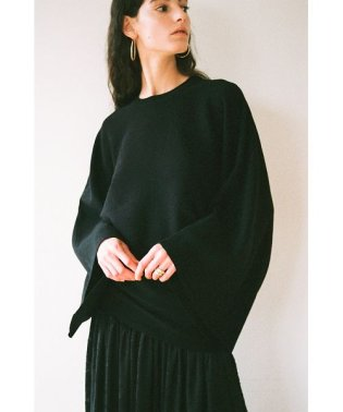 T-LINE KNIT TOPS