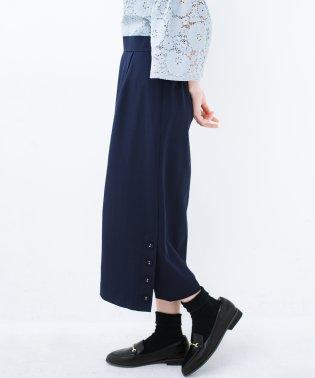 持っていると便利な 野暮ったくならないきれいめタイトスカート