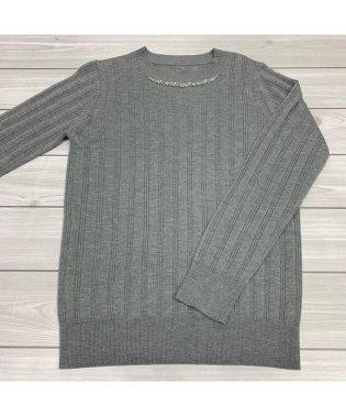 装飾付きリブ編みハイネックセーター