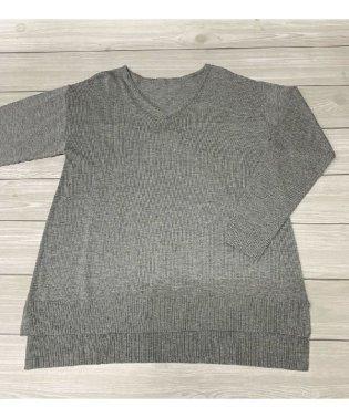 バックタックVネックセーター