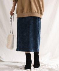 カットコールタイトスカート