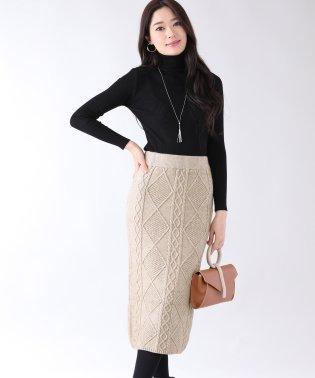 ケーブル編みニットタイトスカート