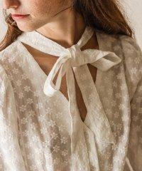 【natural couture】花刺繍ボウタイ2WAYブラウス