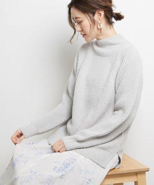 ローゲージ編み柄ニット