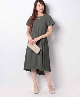 ネックレス付きサイドプリーツドレス