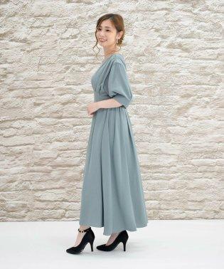 Vバック袖付きドレス