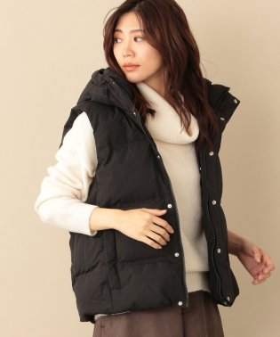 【GUESS】HOODED DOWN VEST