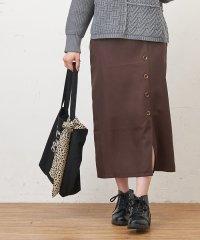 Fボタンタイトスカート
