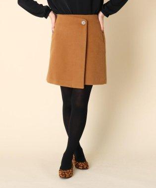 ボタンラップ台形スカート