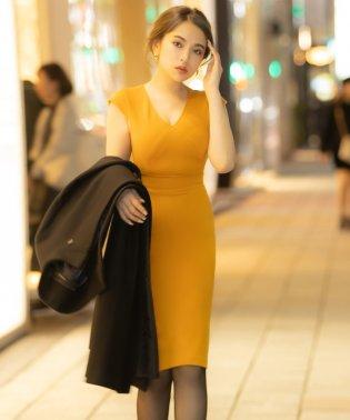 Vネックデザインタイトドレス