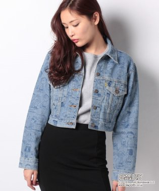CROPPED TRUCKER PEANUTS LIGHT INDIGO AOP