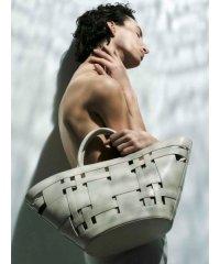 ワイドメッシュポーチ付扇型バッグ