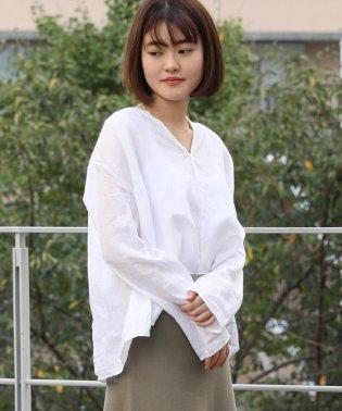 【WEB先行予約】リネン Vネックタックシャツ