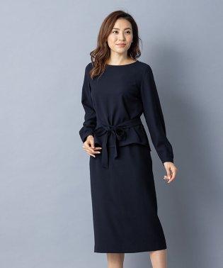 【特別提供品】ペプラムデザイン入りスーツ