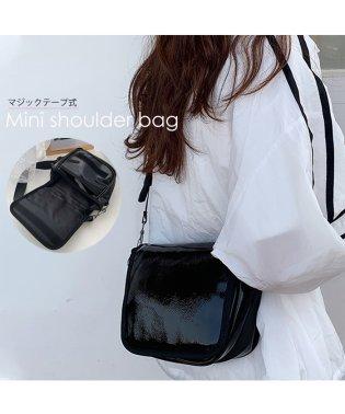 ショルダーバッグ レディースバッグ 斜め掛け 肩掛けバッグ 軽量 無地 2層式 エナメル鞄 ブラック