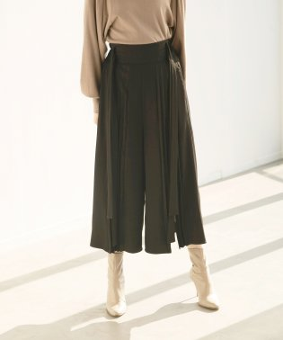 Center Pleat Slit Pants