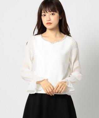 袖シャーリング衿ビジューニット