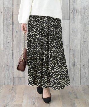 旬のミディ丈!細かいプリーツ加工で動く度にふんわりと揺れるシルエットが女性らしさを演出してくれるレオパードプリーツスカート