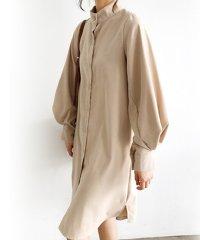 ふんわりパフ袖が印象的な一枚で大人可愛いブラウス