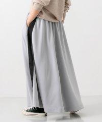 【UR】山本マナ×URサイドラインマキシスカート