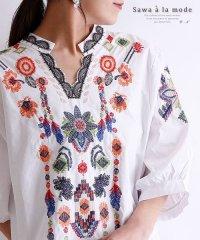 オリエンタルな花柄刺繍のスキッパーシャツ