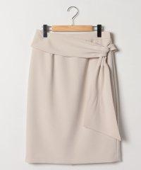 リボン風ディテールタイトスカート