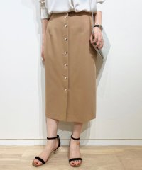 メタルボタンツキタイトスカート