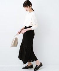 単品はもちろん重ね着してもかわいさが増す!透かし編みマーメイドスカート