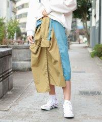 ナイロンブルゾン風スカート