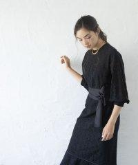 ペプラムヘムレースドレス