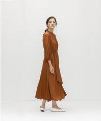 ショルダーレースギャザードレス