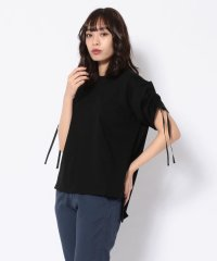 EZUMi(エズミ)ショルダーシャーリングTシャツ