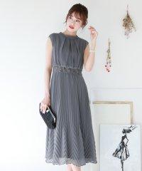 スタンド変形プリーツドレス