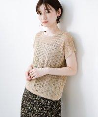 1枚でも重ね着にも便利なヘビロテしたくなる透かし編みニットトップス