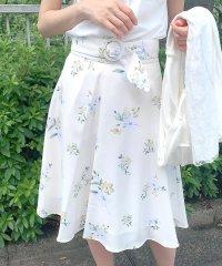 サッシュベルトツキ花柄スカート