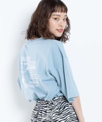 ユニークバックプリントTシャツ