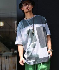 『nOrグラフィックデザインプリントTシャツ』