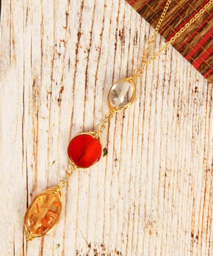 (WYTHECHARM/ワイスチャーム)【こっくり色濃い秋アクセ】オレンジ3粒天然石ネックレス/レディース オレンジ